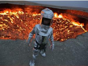 Ελληνας κατέβηκε σε ηφαίστειο τη στιγμή που αυτό... έβραζε (video)