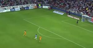 20 απίθανα γκολ από τη... σέντρα (video)