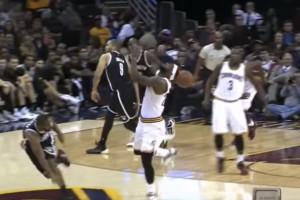 Όταν η μπάλα κάνει ... τα δικά της στο NBA! (video)