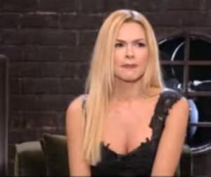 Το διάφανο φόρεμα της Βίκυς Κάβουρα... ξεσήκωσε τον Κωστόπουλο (video)