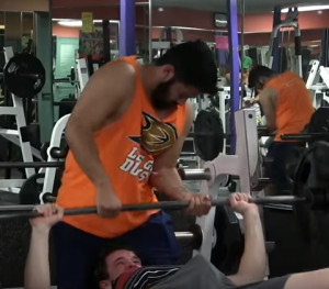 Τον έδιωξαν από γυμναστήριο λόγω... στύσης (video)