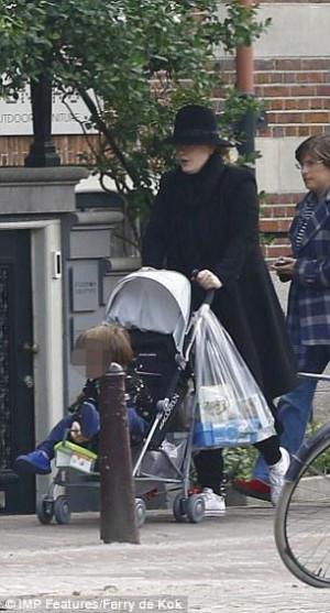 Η Αντέλ για πρώτη φορά με το παιδί της! (photo)