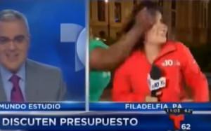 Δημοσιογράφος δέχτηκε επίθεση σε... ζωντανή μετάδοση (video)
