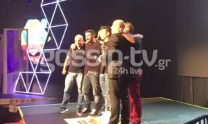 MAD VMA: Σείστηκε το στάδιο όταν τα αδέρφια του Παντελίδη πήραν το βραβείο του Παντελή (video)