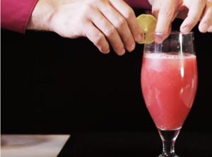 Εχετε πιει ποτέ χυμό καρπούζι; Δείτε πώς θα τον φτιάξετε (video)