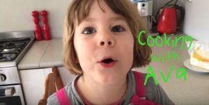 """Όταν μια 3χρονη μαγειρεύει αυγά με τον """"δικό"""" της εφιαλτικό τρόπο... (vid)"""