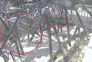 Το βίντεο ντοκουμέντο! Ακρωτηριασμός δύο κοριτσιών σε τρενάκι του... τρόμου!
