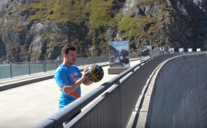 Νέο επίσημο ρεκόρ: Ένας τυπάκος έβαλε καλάθι από απόσταση 180 μέτρων (video)