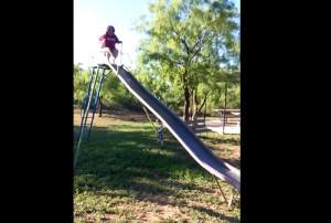 Epic Fail: Τι την ήθελες την τσουλήθρα ρε γιαγιάκα; (video)