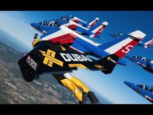 Ανθρώπινη πτήση δίπλα σε αληθινά μαχητικά αεροσκάφη (vid)