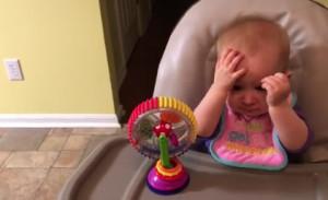 Μωράκι δοκιμάζει για πρώτη φορά μπρόκολο και ρίχνει το διαδίκτυο! (vid)
