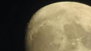 Δείτε τη σελήνη... δίπλα σας, χωρίς τηλεσκόπιο και μακριά από τη NASA (video)