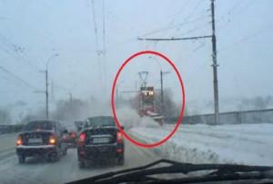 Δείτε πως καθαρίζουν τους δρόμους από το χιόνι στη Ρωσία! (vid)