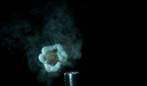 Θα πάθετε σοκ: Δείτε πώς ένα καλαμπόκι μετατρέπεται σε ποπ κορν (Video)