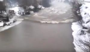 Απότομο λιώσιμο πάγων προκάλεσε... τσουνάμι σε ποταμό της Ουκρανίας (video)