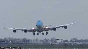 Βίντεο! Η πιο δραματική προσγείωση αεροσκάφους που έγινε ποτέ στον κόσμο