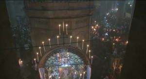 Ο Πατριάρχης Ιεροσολύμων παραδίδει το Αγιο Φως σε όλο τον κόσμο (video)