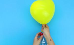 Εσείς ακόμα... φυσάτε; Δείτε το απόλυτο κόλπο για να φουσκώνετε μπαλόνια (Video)