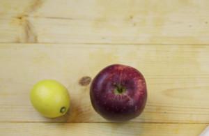 Πήρε μήλα, ένα λεμόνι και ζύμη! Αυτό που έφτιαξε θα το κάνετε συνέχεια (video)