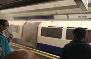 Πυρκαγιά ξέσπασε σε μετρό του Λονδίνου (pics)