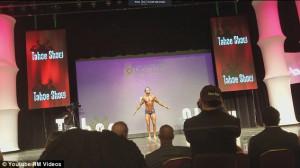 Bodybuilder πήγε να κάνει σόου και βρέθηκε στο πάτωμα (Video)