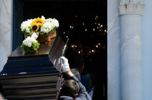 Απίστευτο: Επί 14 χρόνια πήγαινε απρόσκλητη σε κηδείες για να τρώει δωρεάν!