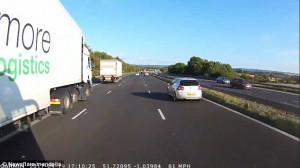 Λεωφορείο σταματάει χιλιοστά πριν χτυπήσει αμάξι που γύρισε ανάποδα σε αυτοκινητόδρομο (video)