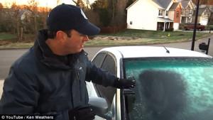 Πώς να ξεπαγώσετε το τζάμι του αυτοκινήτου σας σε λίγα λεπτά (video)
