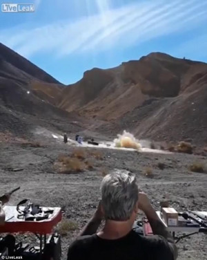Παραλίγο να σκοτωθεί από λάστιχο στον αέρα (video)