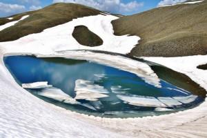 Η ψηλότερη λίμνη της Ελλάδας με την... εξωγήινη ομορφιά (photos)