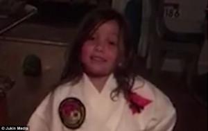 Παιδί προσπαθεί να δείξει τις πολεμικές τέχνες αλλά καταλήγει σε κάτι πολύ αστείο (video)