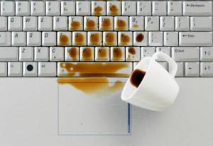 Τι πρέπει να κάνετε αν πέσει καφές στο laptop σας;