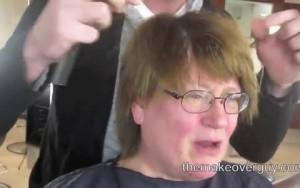 Αποφάσισε να κάνει μακιγιάζ για το γάμο της κόρης της. Το αποτέλεσμα την άφησε άφωνη (Video)
