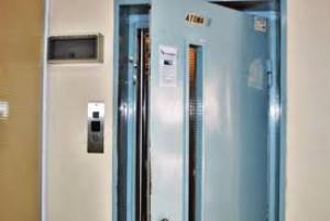 Σάλος στην Πάτρα! Οργιο 22χρονης με 79χρονο. Ανοιξαν την πόρτα του ασανσέρ και...