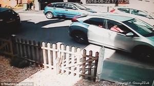 Έκαναν 8 λεπτά να παρκάρουν για να τα παρατήσουν στο τέλος (video)