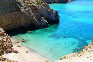Η ελληνική παραλία που κολυμπάς με δική σου ευθύνη (photos)