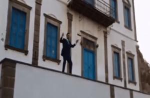 Γαμπρός το έριξε στο χορό πάνω σε μπαλκόνι λίγο πριν τον γάμο!