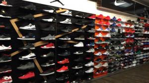 Οργή στο διαδίκτυο με τα παπούτσια που «κοροϊδεύουν» τους άστεγους (photo)