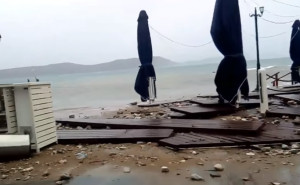 Καταστροφικό το πέρασμα του Κυκλώνα Ζορμπά από την παραλία της Πύλου (Video)