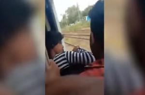 Επιβάτες τρένου έσωσαν 18χρονη από βέβαιο θάνατο (vid)