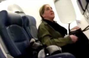 Επιβάτης αρνήθηκε να κάτσει δίπλα στο μωρό γιατί... έκλαιγε