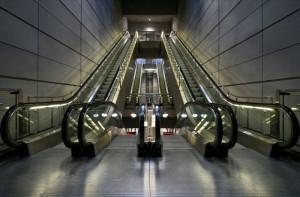 Εσείς ξέρετε γιατί οι κυλιόμενες σκάλες έχουν οριζόντιες γραμμές