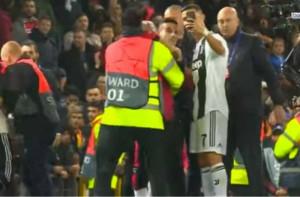 Κριστιάνο Ρονάλντο: Το απίστευτο περιστατικό στο γήπεδο με έναν απρόσκλητο οπαδό