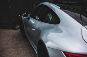 Έπαθε την... πλάκα του μόλις αντίκρισε την παρκαρισμένη του Porsche (vid)