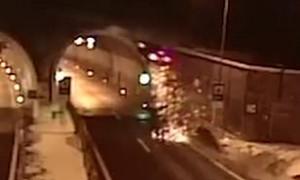 Οδηγός κοιμήθηκε στο τιμόνι και το αμάξι πετάχτηκε στον αέρα