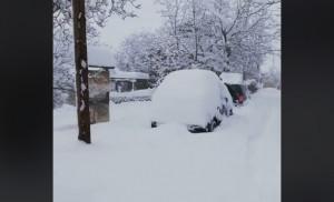 Πού χιονίζει: Το χιόνι σκέπασε τα πάντα στα Ανω Τρίκαλα Κορινθίας (video)