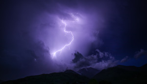 Απίστευτη εικόνα: Κεραυνοί «έκρυψαν» την Κρήτη! (photos)