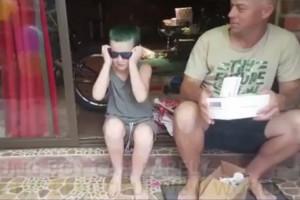 Συγκίνηση! 10χρονος βλέπει για πρώτη φορά χρώματα και «λυγίζει» το ίντερνετ (photos+video)