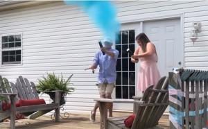 Θέλησε να αποκαλύψει το φύλο του μωρού αλλά χτύπησε άσχημα στα… (video)
