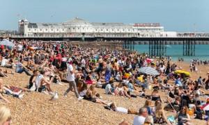 Πανικός σε παραλία: Δείτε τι έκανε ζευγάρι και σόκαρε τους λουόμενους (Pics)